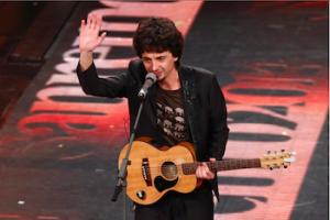 Riccardo Sinigallia sul palco di Sanremo